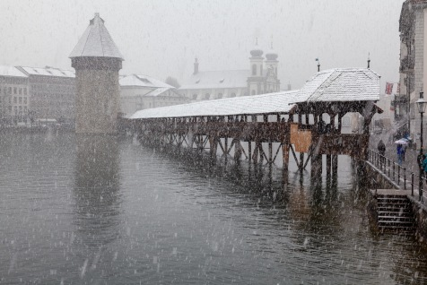 Snowing on the Kappelbrücke in Luzern in April/
